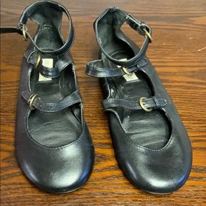 Steve Madden leather strap flat shoes. Brand new!